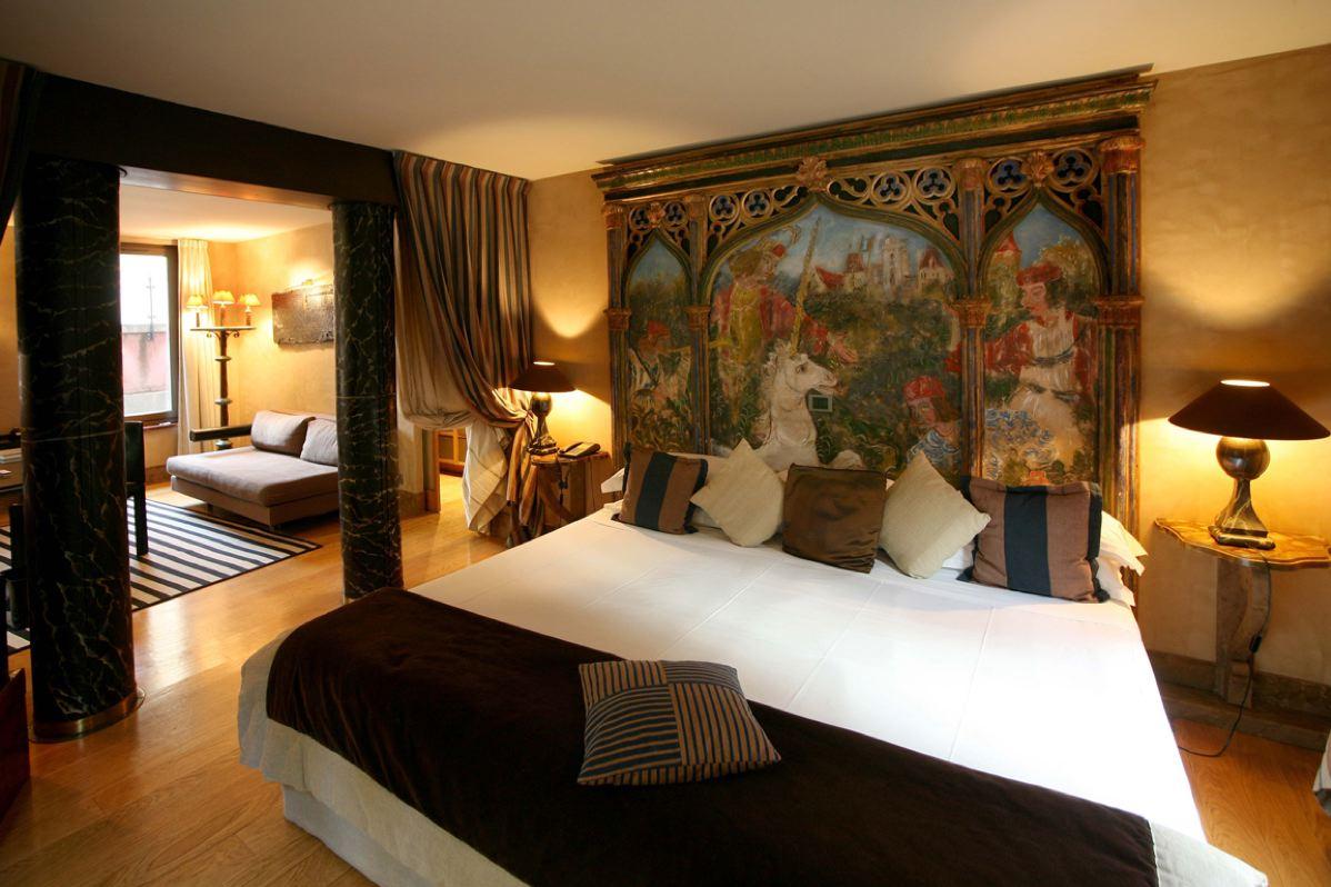 cour des loges h tel 5 toiles lyon h tel et spa de luxe. Black Bedroom Furniture Sets. Home Design Ideas