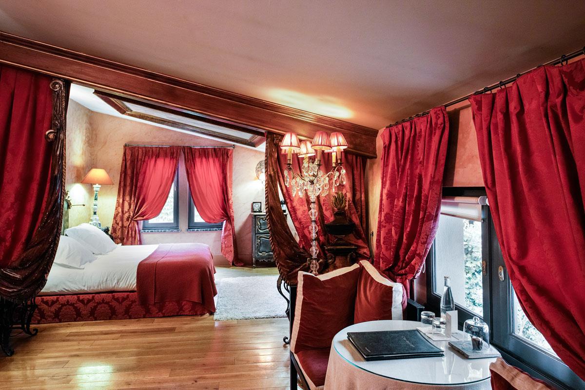 cour des loges h tel de luxe lyon r servez en direct. Black Bedroom Furniture Sets. Home Design Ideas