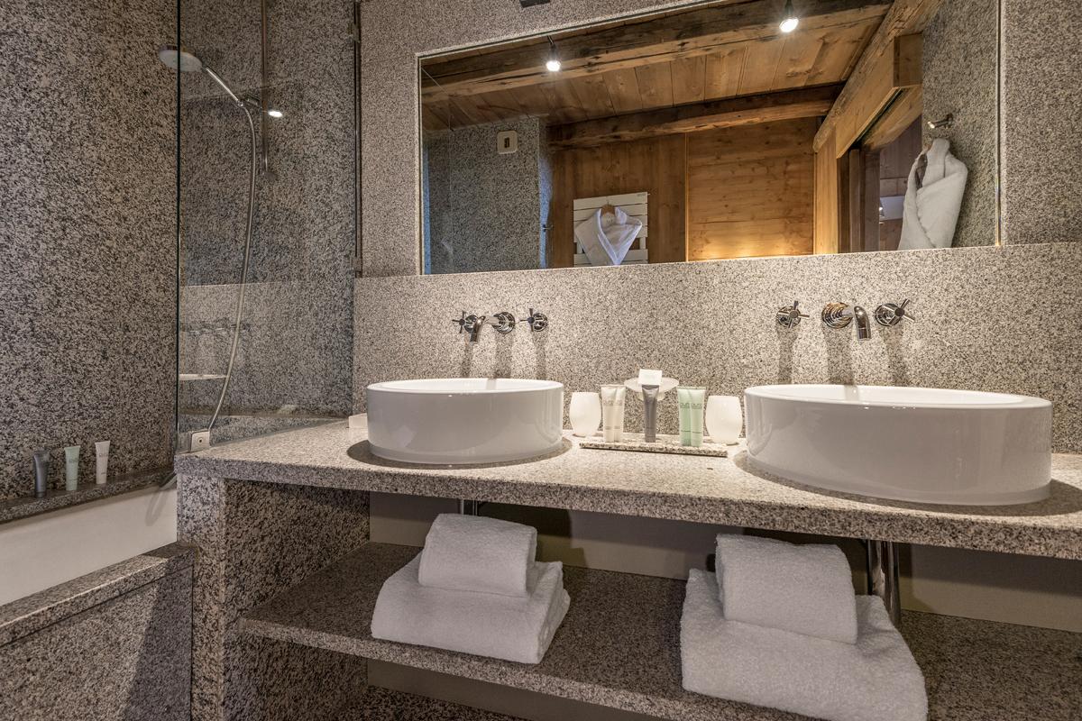 Les fermes de marie chambres suites et chalets hotel - Hotel avec bain a remous dans la chambre ...